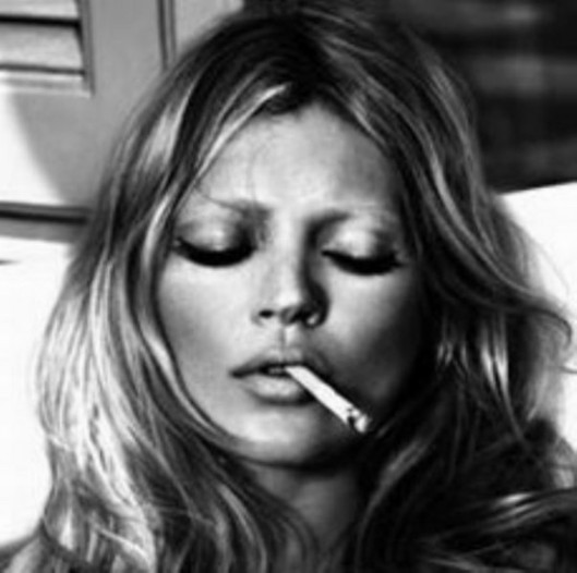 la-modella-mafia-fashion-style-icons-Brigitte-Bardot-and-Kate-Moss-smoking-2
